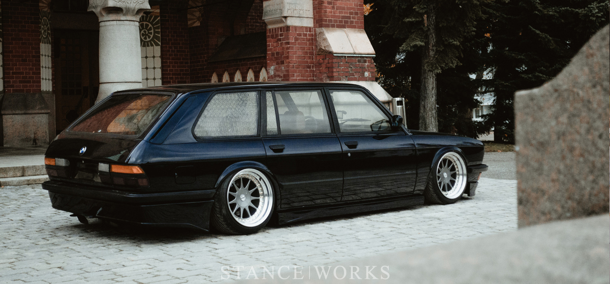 alex-sired-e28-touring-stanceworks-title